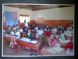Naše obrázky ve škole v Ugandě
