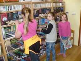 Duben  -  V knihovně