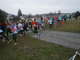 Osm běžců na republice v krosu